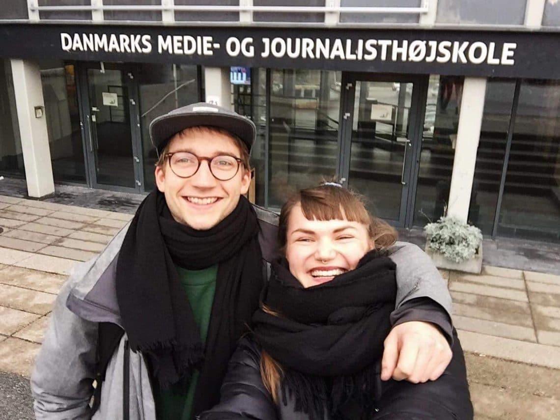 Alexander og Katrine foran Danmarks Medie- og Journalisthøjskole
