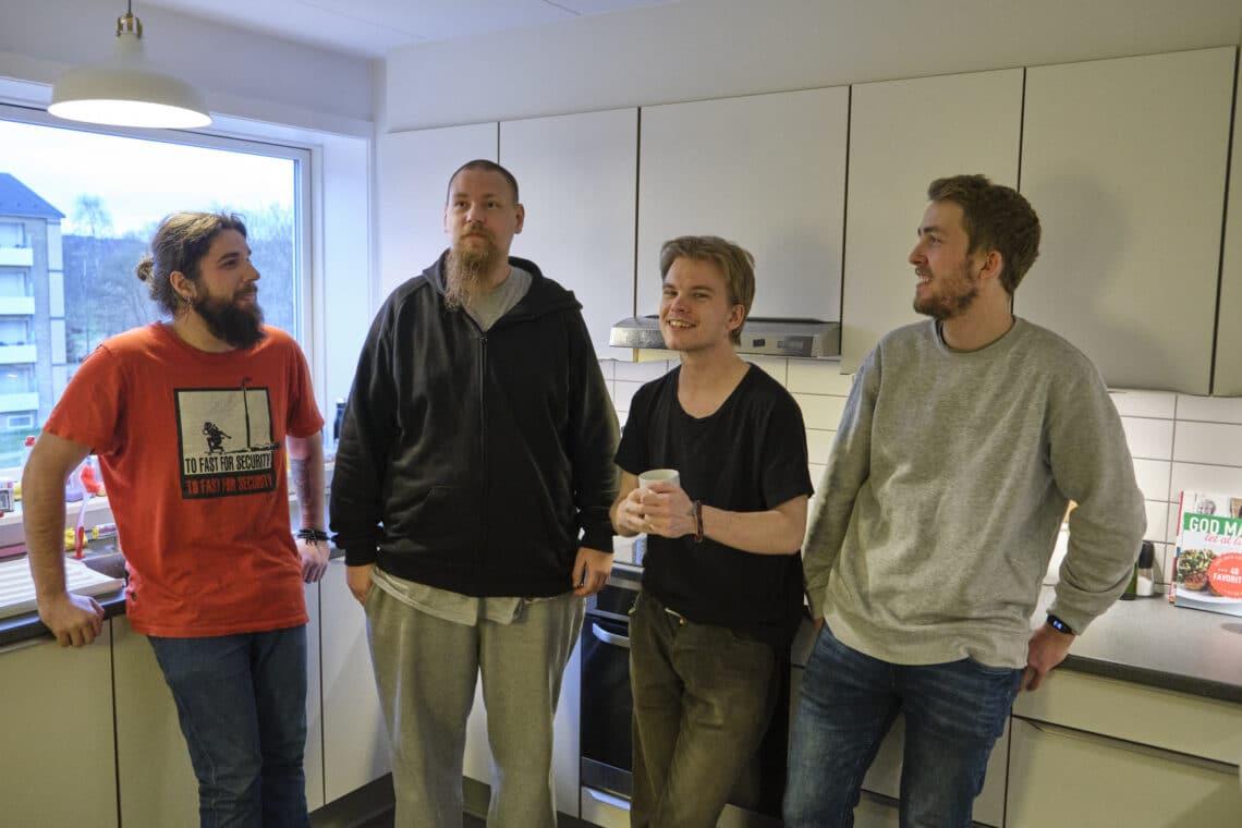 Jonas Roan Mathias og Peter i højskolekollektivet i Aalborg. Besøg i kollektivet 04 02 20
